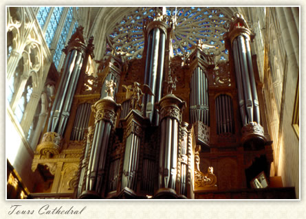 Grand Orgue in South Transept: Tours Cathedral